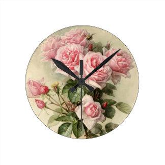 Rosas rosados elegantes lamentables del Victorian Reloj Redondo Mediano