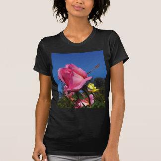 Rosas rosados en parque del balboa t-shirts