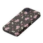 Rosas rosados florales en marrón oscuro iPhone 4 Case-Mate cárcasas