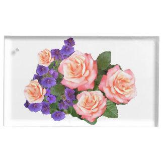 Rosas rosados que casan el portatarjetas de la tab soporte para tarjeta de mesa