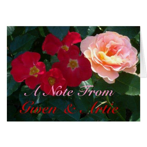 Rosas rosados rojos coralinos 1 tarjeta pequeña