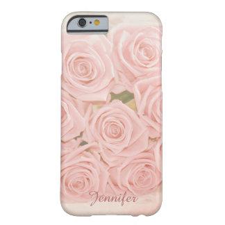 Rosas rosados suaves y nombre de encargo funda de iPhone 6 barely there