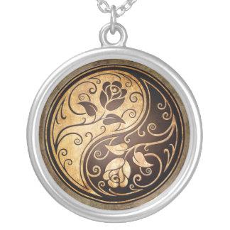 Rosas rugosos de Yin Yang Pendientes Personalizados