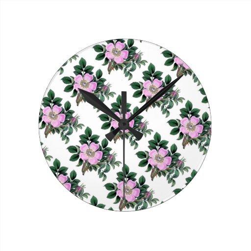 Rosas salvajes del vintage reloj redondo mediano
