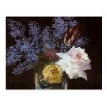 Rosas, tulipanes, lilas en un florero cristalino -