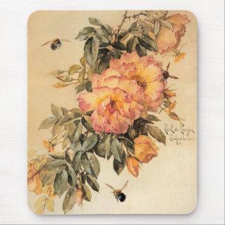 Rosas y abejorros del ` del vintage' tapete de ratón