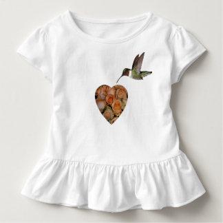 Rosas y colibrí playera de bebé
