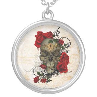 Rosas y cráneo una tragedia romántica colgante redondo