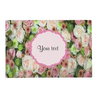 Rosas y crisantemos rosados salvamanteles