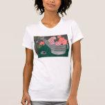 Rosas y la camisa de la regadera de Julia Hanna