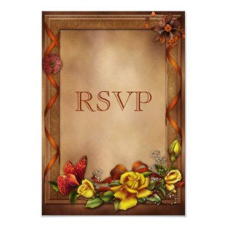 Rosas y mariposa elegantes que casan RSVP Comunicado