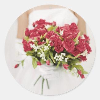 Rosas y novia pegatina redonda