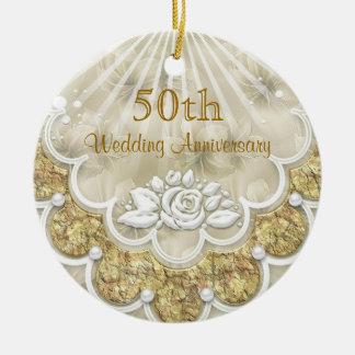 Rosas y ornamento del aniversario de boda de los adorno navideño redondo de cerámica