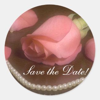Rosas y perlas pegatina redonda