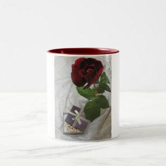 Roses and pearls 2 mug