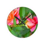 roses.jpg rosado relojes de pared