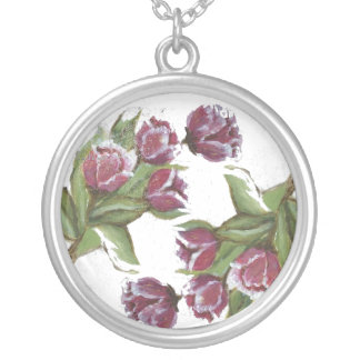 ROSES ROUND PENDANT NECKLACE