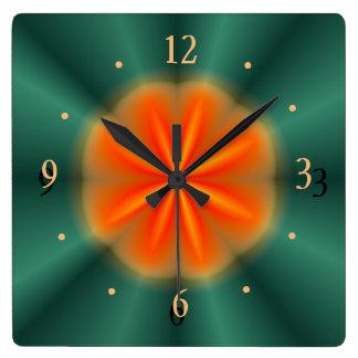 Rosetón en rojo/naranja con el reloj de la cocina