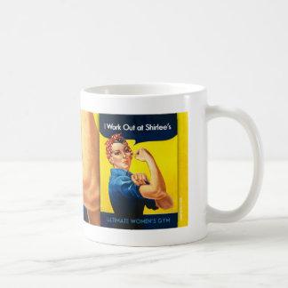Rosie de Shirlee la taza del remachador