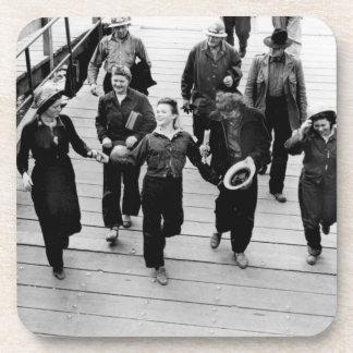 Rosie los remachadores en el paseo marítimo posavasos de bebidas