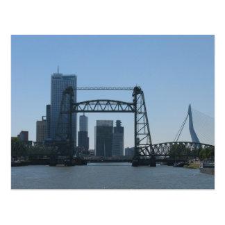 Rotterdam tiende un puente sobre la postal de la