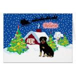 Rottweiler cree en el navidad de Santa Felicitaciones