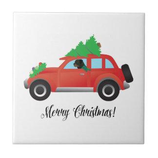 Rottweiler que conduce el coche del navidad azulejo cuadrado pequeño