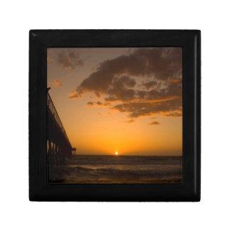 Rotura del embarcadero de la puesta del sol cajas de recuerdo