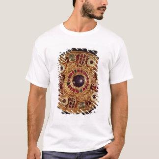Round brooch T-Shirt