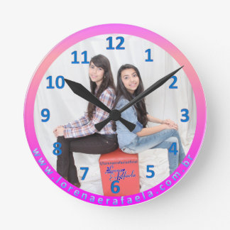 Round clock of wall 02