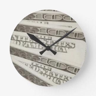 Round (Medium) It's time to show off your favorite Round Clock