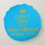 [Two hearts] don't cry coz niall horan loves you  Round Throw Pillow Round Pillow