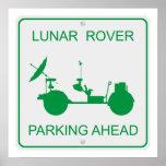 Rover lunar que parquea a continuación posters
