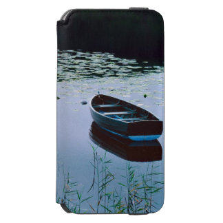 Rowboat on small lake surrounded by water iPhone 6/6s wallet case