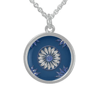 Royal Style Round Pendant Necklace