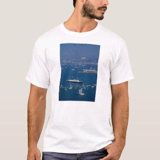 "Royal yacht ""Britannia"" arriving in Victoria Harbo T-Shirt"