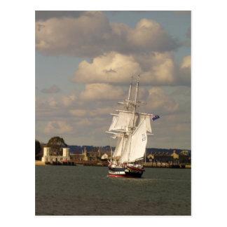 Royalist de los TS que entra en el puerto de Poole Postales
