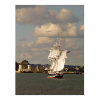 Royalist de los TS que entra en el puerto de Poole Postal