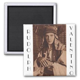 Rudolph Valentino como el jeque Imán Cuadrado