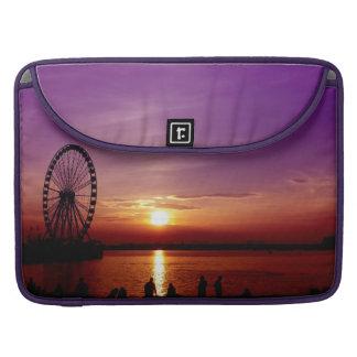 Rueda capital en la puesta del sol funda para macbooks