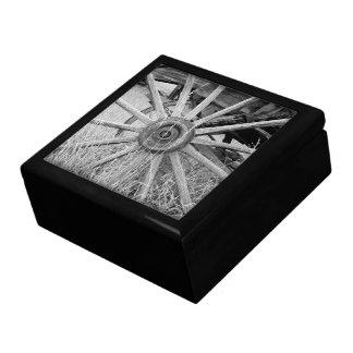 Rueda de carro blanco y negro cajas de recuerdo
