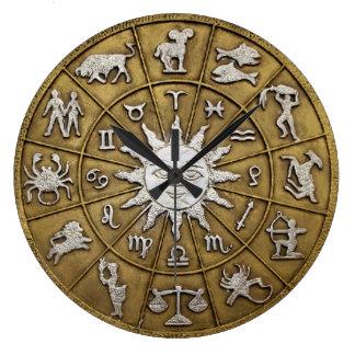 Rueda de cobre amarillo del zodiaco reloj