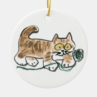 Rueda de la bola verde del hilado por el gatito ornamento para reyes magos