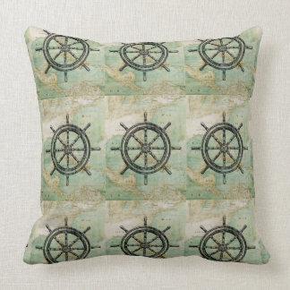 Rueda de las naves y almohada náuticas antiguas