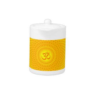 Rueda de oro amarilla OM de la meditación de la fl