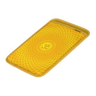 Rueda de oro amarilla OM de la meditación de la fl Funda MacBook