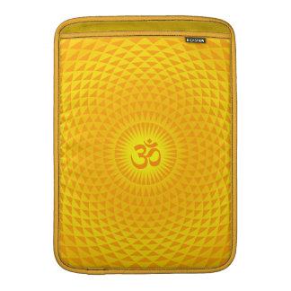 Rueda de oro amarilla OM de la meditación de la Funda Macbook Air