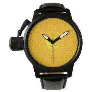 Rueda de oro amarilla OM de la meditación de la Relojes