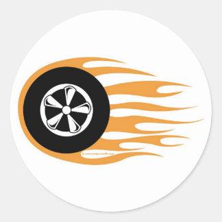 Rueda del coche de carreras con las llamas pegatina