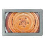 Rueda del vintage del desguace, naranja blanco y n hebillas de cinturón rectangulares